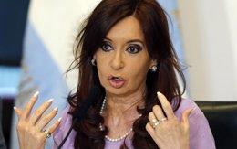 """Foto: Fernández denuncia que se está utilizando a las víctimas de la AMIA """"para hacer geopolítica"""" (ENRIQUE MARCARIAN / REUTERS)"""