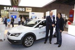 Foto: MWC.- Stackmann (Seat) analitza amb directius de Samsung les seves innovacions per a la connectivitat tot (SEAT)