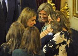 Foto: La reina Letícia mostra la seva part més maternal amb un nen malalt (RICARDO GARCIA)