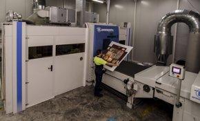 Foto: Innova.- Grupo Hinojosa invierte tres millones en la primera impresora digital industrial de Europa (VICENTE A.JIMENEZ)