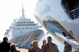 Foto: España podría superar los 8 millones de cruceristas en 2015 (PUERTO A CORUÑA)