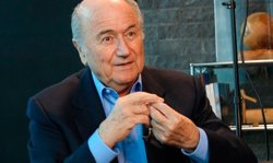 Foto: Blatter demana a l'Iran que permeti a les dones acudir als estadis de futbol (SEFUTBOL.COM)
