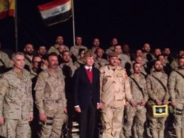 Foto: Pedro Morenés visita por sorpresa a los militares españoles en Irak (MINISTERIO DE DEFENSA)