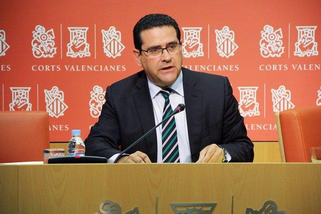 """Foto: El PP, satisfecho de la actividad en Corts pese a """"caminar solos"""""""