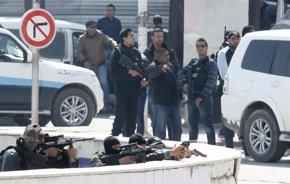 Foto: Diecinueve muertos, entre ellos 17 turistas, en un atentado en el corazón de Túnez (ZOUBEIR SOUISSI / REUTERS)