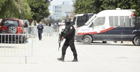 Foto: Uno de los terroristas de Túnez estaba siendo vigilado por la Policía (REUTERS)