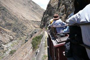 El tren más extremo del mundo: un viaje entre volcanes