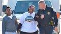 La gesta de una mujer obesa y un policía que emocionó a Facebook
