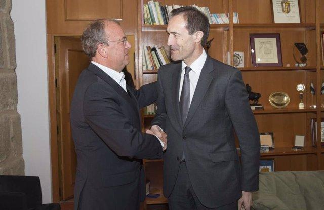 Foto: Un convenio entre el Gobierno extremeño y Liberbank impulsará acciones económicas y sociales en 30 localidades