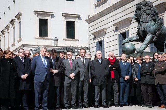Foto: Europa homenajea a las víctimas del avión estrellado en Francia