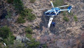 Uno de los pilotos del avión de Germanwings se encontraba fuera de la cabina de mando antes del accidente