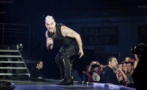 Foto: Robbie Williams cierra su concierto en Madrid recordando a las víctimas de Germanwings (PATRICIA CANO/CHANCE)