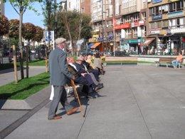 Foto: La pensión de jubilación se sitúa en 1.073 euros en marzo (EUROPA PRESS)