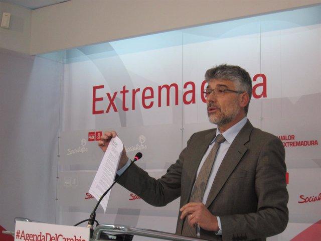 """Foto: PSOE cree que Monago es el """"único"""" responsable político del fraude"""