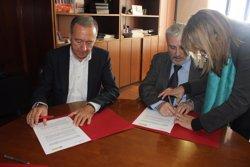 Foto: AMB i Once signen un acord per millorar l'accessibilitat de cecs en el transport públic (ONCE)