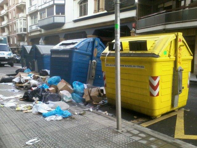 Foto: El alcalde de Getxo pedirá al Gobierno la retirada de todas las basuras de la calle, si hay situación de riego