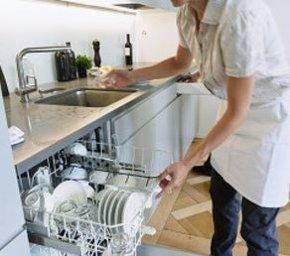 Foto: Los empleadas del hogar ganan un 50,4% menos que el resto de trabajadores (CCOO/UGT)