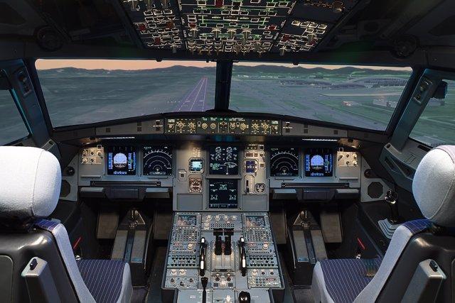 Foto: Las compañías aéreas se plantean la obligación de dos tripulantes en cabina