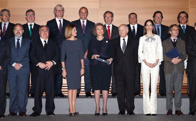 Foto: La Reina Sofía recibe un premio por su participación en el Año Greco