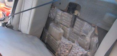 Foto: Dos detenidos tras intentar embarcar en Ceuta con casi 100 kilos de hachís (EUROPA PRESS/GUARDIA CIVIL)