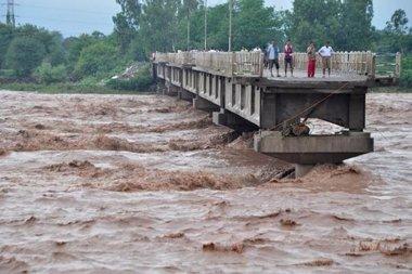 Foto: Al menos 12 muertos y 20 desaparecidos en las lluvias torrenciales de Chile (@CHEJOMOTA2)