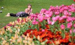 Foto: La primavera influeixen positivament en l'estat d'ànim i l'atracció sexual (GETTY)