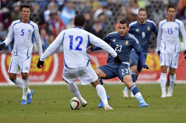 Foto: Argentina se impone sin Messi a El Salvador