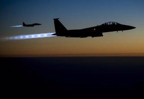 Foto: La coalición bombardea 15 objetivos del Estado Islámico en Irak y Siria (US AIR FORCE / REUTERS)