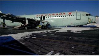 L'aterratge forçós d'Halifax acaba amb 18 ferits, cap hospitalitzat