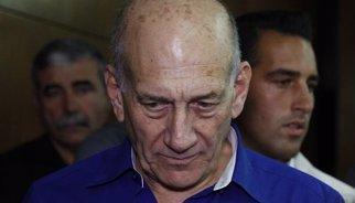 Condemnat per acceptar suborns, l'exprimer ministre israelià Ehud Olmert