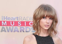 Foto: Taylor Swift, triunfante dentro y fuera del escenario de los iHeartRadio Awards (CORDON PRESS)