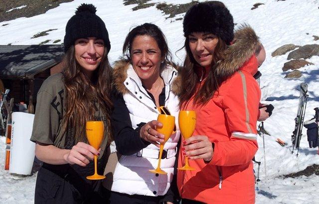 Foto: El glamour llega a Sierra Nevada con la fiesta 'Primavera Flower Power' (FREDY TORRA)