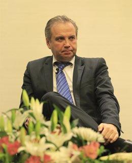 Foto: Carmona pide al Fiscal General que frene la deriva independentista de Mas (EUROPA PRESS)