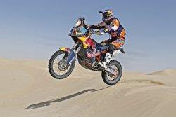 Foto: Marc Coma (KTM), segon en l'etapa, recupera el lideratge a Abu Dhabi (CRISTIANO BARNI)