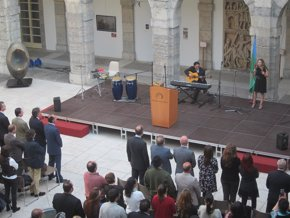 Foto: Parlamento.- Los gitanos cántabros piden a las Administraciones