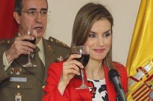 """Foto: La Reina Letizia brinda por España, """"como es tradicional"""" (EUROPA PRESS)"""
