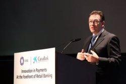 Foto: El sector bancari mundial es proposa renovar els mitjans de pagament i demana als reguladors menys intervenció (CAIXABANK)