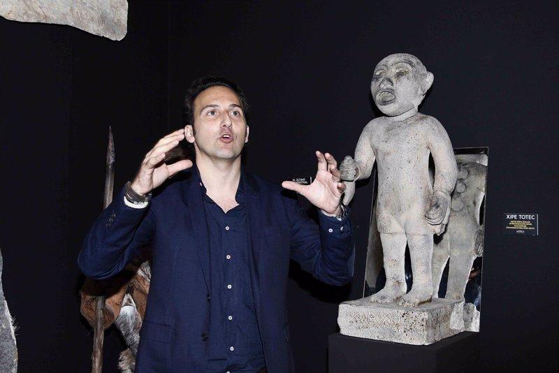 Iker jim nez inaugura la misteriosa exposici n cuarto for Exposicion cuarto milenio valencia