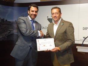 Foto: La Diputación de Cáceres recibe un bono de 23.000 euros por la baja siniestralidad laboral de 2012 (EUROPA PRESS/REMITIDO)
