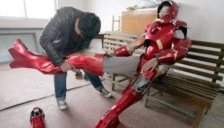 Seis meses construyendo una armadura de Iron Man... que no le cabe