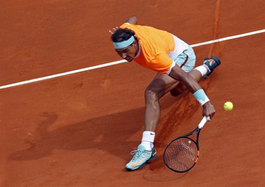 Foto: Nadal sucumbe ante Djokovic y se queda sin final en Montecarlo (JEAN-PAUL PELISSIER / REUTERS)