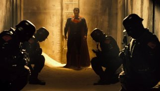 Batman v Superman: 12 imágenes reveladoras del primer tráiler