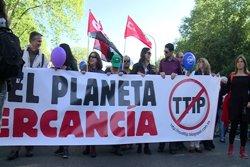 Foto: Milers d'alemanys surten als carrers contra el TTIP entre Europa i EUA (EUROPAPRESS)