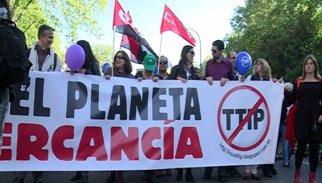 Milers d'alemanys surten als carrers contra el TTIP entre Europa i EUA