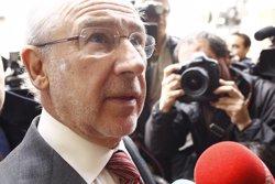 Foto: Preferentistes increpen Rato a la sortida de casa seva (EUROPA PRESS)
