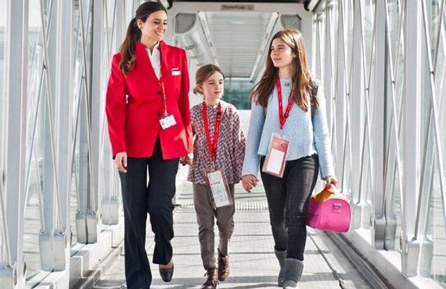 Foto: Iberia mejora su servicio para menores que vuelan solos