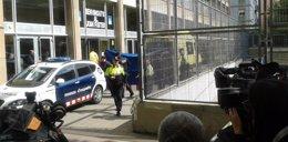Foto: La policía analiza el ordenador del alumno que mató a un profesor (Europa Press)