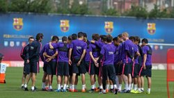 Foto: Xavi entrena al marge de l'equip (MIGUEL RUIZ/FCB)