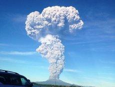 Foto: La xifra d'evacuats per l'erupció del volcà Calbuco supera els 4.500 (SERNAGEOMIN )
