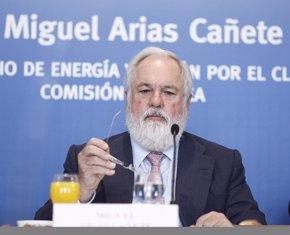 Foto: Cañete afirma que Bruselas está investigando las ayudas estatales concedidas a las renovables (EUROPA PRESS)